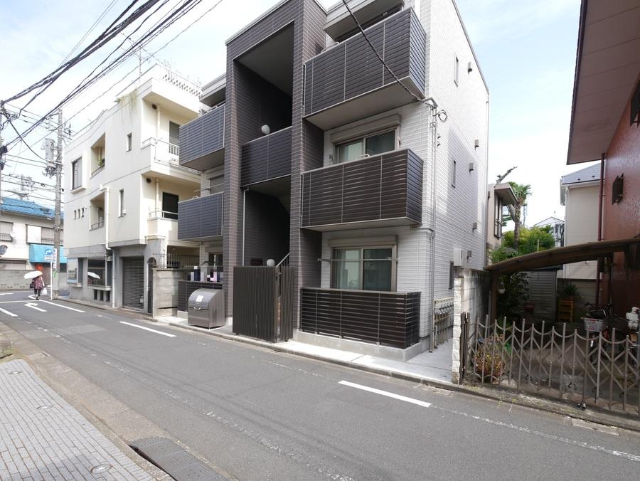 外観:落合南長崎駅徒歩5分の好立地に建つ、2017年完成の築浅シャーメゾンマンション♪