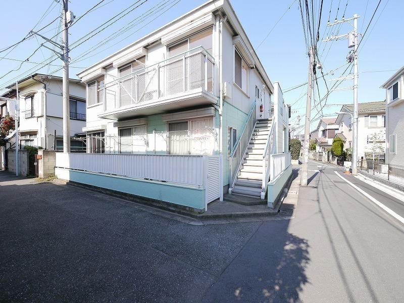 外観:住宅街に立地する、交通アクセスの良い物件です!