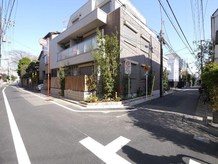 外観:2面道路の角地に建つ築浅シャーメゾンマンションです♪周辺環境も落ち着いておりますが、都心にも出やすく、住みやすいオススメエリアです♪