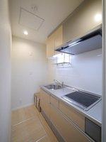キッチン:2口IHのシステムキッチン♪お料理好きな方もお料理を楽しんでいただけるよう作業スペースもゆとりがございます♪