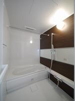 浴室:ワイドミラーでホテルのようなバスルーム♪浴室乾燥機付き♪